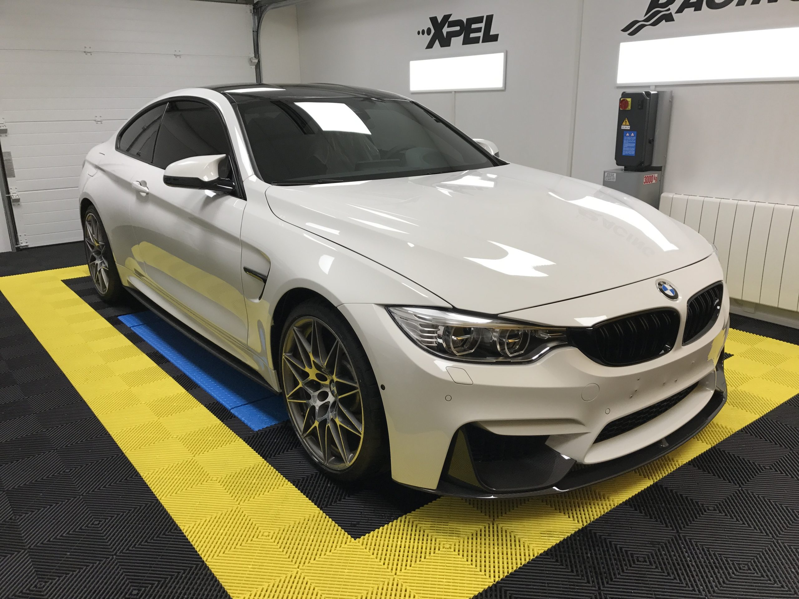 BMW M4 Pack Compéition Le Mans Auto Racing