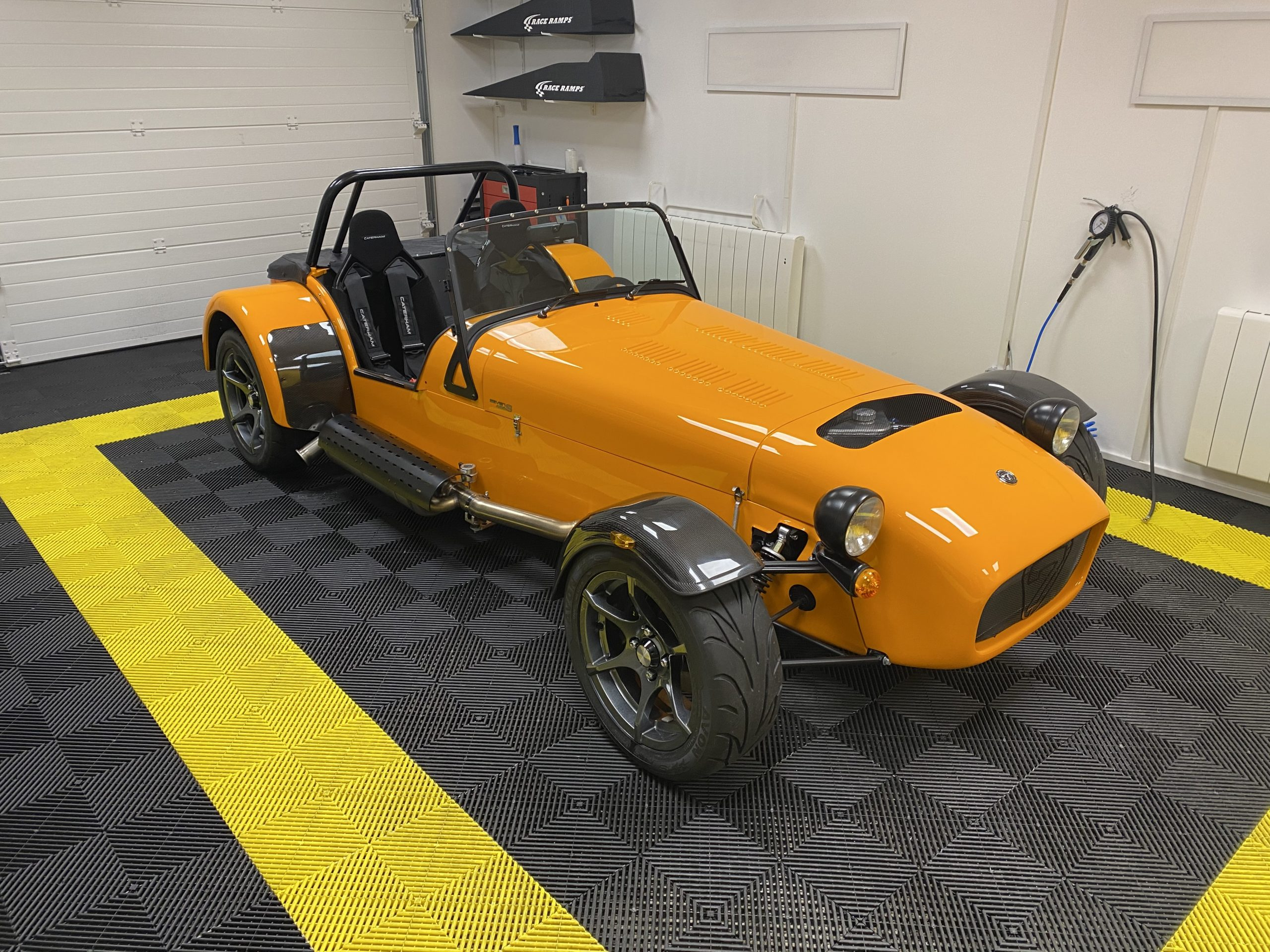 Caterham 485S Le Mans auto racing