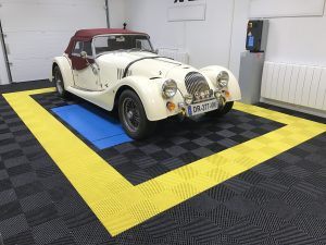 Morgan Plus 4 Le mans auto racing