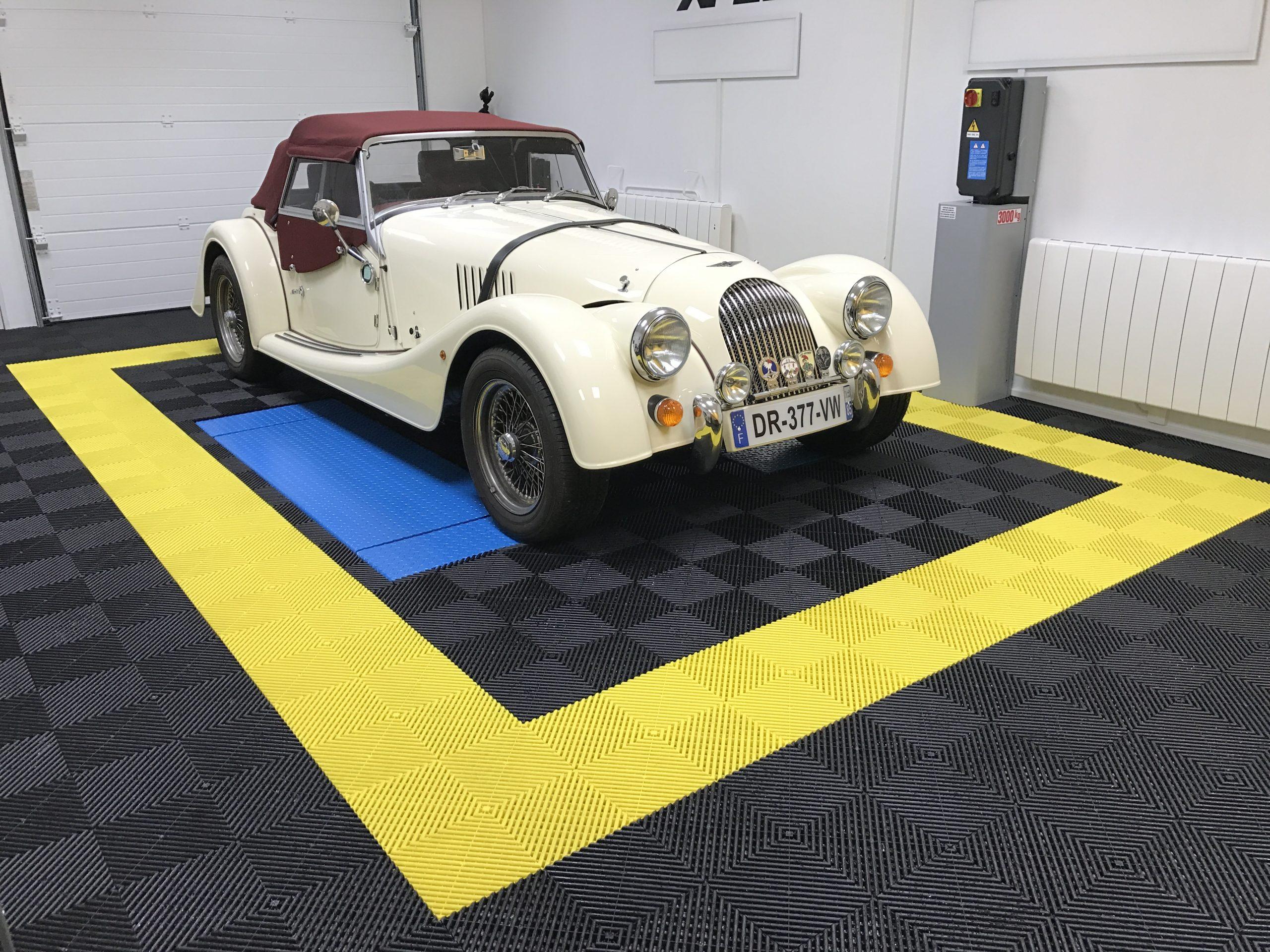 Morgan Plus 4 Le mans auto racing