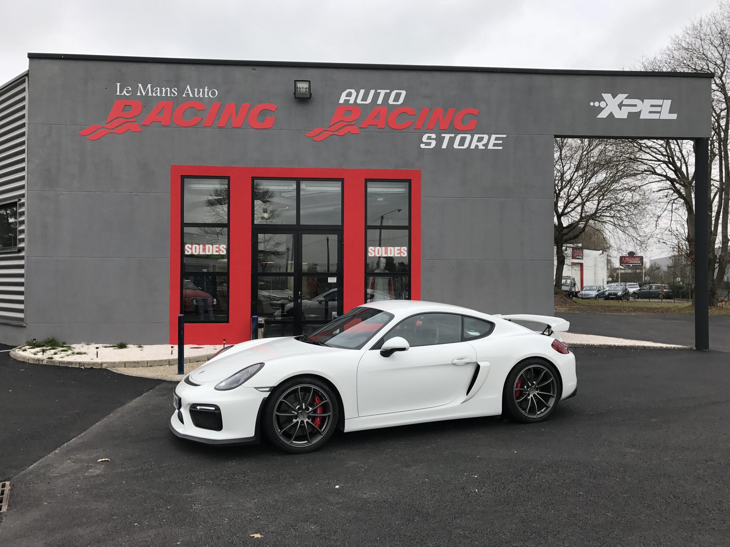 Porsche Cayman 981 GT4 le mans auto racing