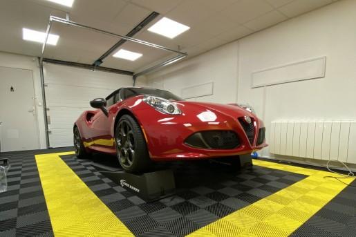Alfa Romeo 4C Le Mans Auto Racing